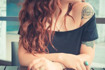 e-aceitar-ou-ser-demitida-os-desafios-de-quem-esconde-tatuagens-por-medo-de-perder-o-emprego-g1